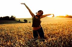 Fun in the sun! (Ilaria ♠) Tags: clara xpro tramonto crossprocess martini campagna birra happinessis felicità kodakelitechrome100 kodakelitechrome campodigrano pentaxmz30 sfidephotoamatori valdapozzo diecicentowoodstock sviluppoinvertito bookg