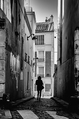 Rue Lepic. (sdupimages) Tags: lepic shadow montmartre paris girls streetphotography street rue nb bw noirblanc blackwhite