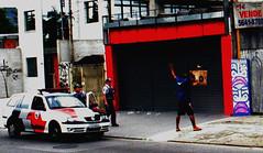 MÃOS PRO ALTO VAGABUNDO ! (------MUNDAN¹O) Tags: street art car grey graffiti photo flagrante cops arte action police violence brazilian rua ao alto brooklin cinza polizei zona mão sul violencia polícia viatura pixo gambe polution berrini mundano berrine enquadro