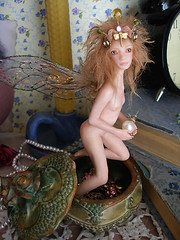 #60 Grette ~ Jewel Thief Fairy (Nenfar Blanco) Tags: sculpture art doll box handmade oneofakind ooak polymerclay fairy fantasy thief faerie jewel hada fae nenufarblanco