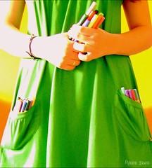 Gosto de carregar as cores comigo... (Honey Pie!) Tags: verde colors girl pen cores colores garota ameliepoulain canetas stabilo poulain amliepoulain vetido cybershotdscs650 diaadiabrasileiro braziliandaybyday dalecolorpo