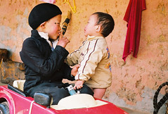 Ngoan no em (hanoijazz) Tags: winter children vietnam hmong ni mang tphn hgiang hanoijazz duyfam