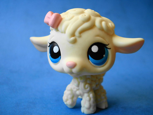 365 Toy Project - Day 134: Heidi the sheep by Sakuya Masaki.