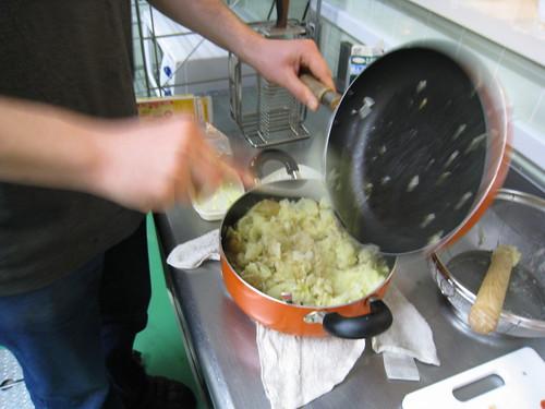 加入剛翻炒的洋蔥