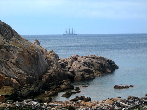 Un beau 4-mâts vers Cala di u Merlu