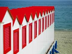 In fila per il mare (La minina) Tags: red italy beach lines coast riviera varazze rosso beachhuts fila inarow cabine linee hodinuovovogliadivacanza gettyimagesitalyq1