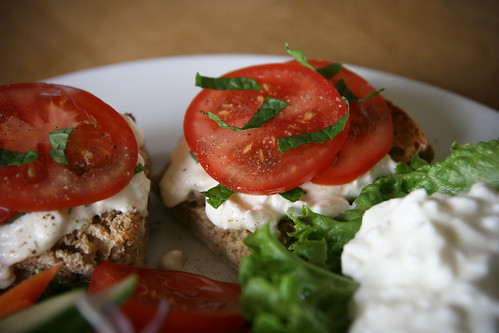 Cottage cheese, mint and tomato sandwiches