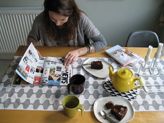 saturday fika (famapa) Tags: london home magazine reading mugs saturday teapot plates candleholder afternoontea kitchentable fika tablerunner myeverydaylife eameschair pearandgingerchocolatecakeoutofthisworld jeudepaumesbooks