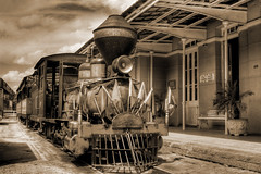 Going to the past... (Pep Silva) Tags: sepia train maria sephia trem passado hdr fumaa estao ferrovia trilho duetos