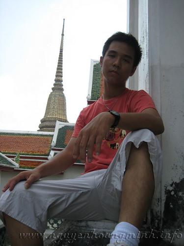 Đi thăm chùa có tượng ph�t nằm lớn nhất ở Thái Lan, ở đây, có những kiến trúc rất đẹp và lai tạp với Ấn Độ. Một vài thì lai kiểu người Hoa