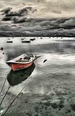 El bote rojo (Fernando Rey) Tags: sea boat mar embarcadero hdr bote