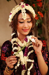 Arabian jasmine (Khalid Alkainaey  ) Tags: life travel people woman tourism girl beauty face photography image muslim islam picture middleeast arab yemen tradition  yemeni yaman     ymen   jemen  arabiafelix      arabianpeninsula arabianjasmine iemen           yemenphotos   lahj    republicofyemen     yemenpicture      khalidalkainaey  yemeniamagazine   traditionalcostumeofyemen yemenimages