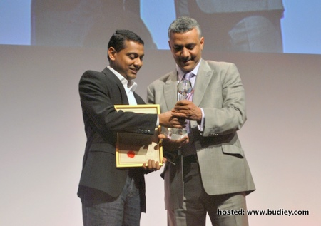 sathis - airasia receives cargo award, munich, 11may2011,rs