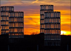 BINNALE KIJKDUIN 3 (zilverbat.) Tags: sunset holland netherlands glass dutch sunrise zonsondergang boulevard kunst postcard nederland denhaag watertowers kijkduin glaskunst lahaye hofstad glaswerk hofstijl brucemunro