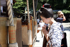 I C H I E M I : Prayer (mboogiedown) Tags: travel summer people girl beauty japan asian japanese kyoto shrine asia traditional prayer culture july maiko geiko geisha yukata gion tradition shinto kansai matsuri pontocho yasaka ichiemi discoverkyoto
