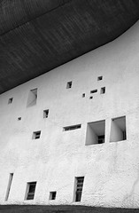 (arndalarm) Tags: bw france church window facade frankreich fenster kirche chapel sw lecorbusier ronchamp fassade kapelle notredameduhaut arndalarm charlesedouardjeanneretgris francefastforward img0817c75s1001aklein schrgansicht