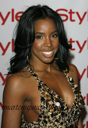 KELLY ROWLAND @ INSTYLE AWARDS with hair under her arm