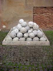 Bolas Catapulticas (madeinchinatown) Tags: roma italia bolas catapultas