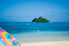 Lanikai (Paula Marina) Tags: praia beach umbrella hawaii oahu xxxx lanikai guardasol hava windwardcoast gettyvacation2010 paulamarina