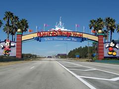 Walt Disney World Entrance (meeko_) Tags: walt disney world entrance sign mickey minnie mouse mickeymouse minniemouse arch disneyphotochallenge waltdisneyworld waltdisneyworldentrance entrancesign florida disneyphotochallengewinner