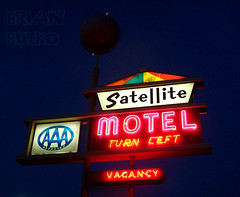 A Day in the Life of a Sign 4/5: Omaha's Satellite Motel