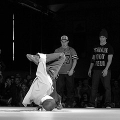 Chelles Battle Pro 2008 ( pguisard ) Tags: bw white black france monochrome club photography gris photo blackwhite dance noir photographer photographie noiretblanc battle dancer nb pro hiphop bboy amateur peg blanc association noirblanc photographe danseur bgirls chelles photographeamateur guisard mrpeg pierreeric 77asa chelles77 guisardpierreeric chellesbattlepro chellesbattlepro2008 chellesbattle2008 chellesbattle mrpeg77 pierreericguisard pguisard nuancedegris pierreericguisardphotographe