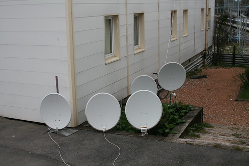 Street level antennas