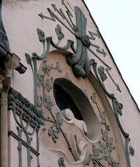 Elaborate decoration (Gerlinde Hofmann) Tags: above flower window germany town thüringen fenster decoration curvy jena thuringia artnouveau below lightning oval jugendstil thuringian buildingdecoration oxeyeswindow