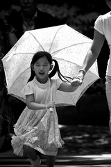 Sunshine Running (DSLR_MANIA) Tags: bw canon eos korea seoul southkorea 40d canonef200mmf28liiusm eos40d dslrmania