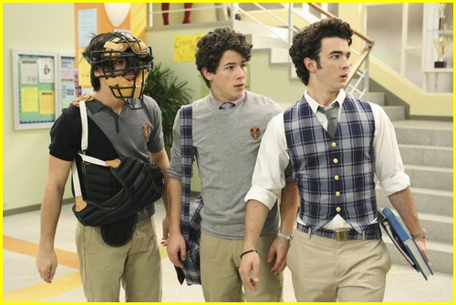 jonas-brothers-run-for-life-02