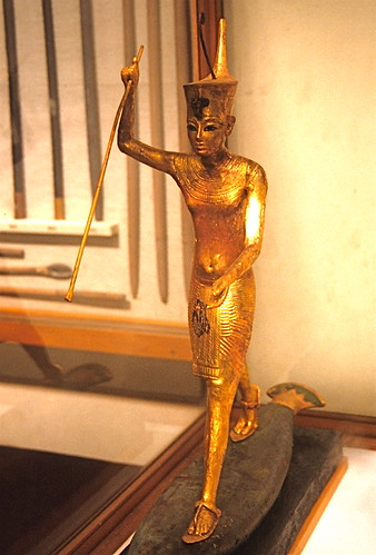 2.     Gilded wood statue of Tutankhamun harpooning. Only the torso and upper limbs of the king are missing, photo by Frank Rytell