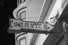service, this way (12121) (ehoyer) Tags: sanfrancisco bw signs streets 20d classic broken sign night canon neon victorian handheld guesswheresf service arrow foundinsf 35l ef35mmf14lusm canon35mmf14lusm gwsf5party gwsflexicon