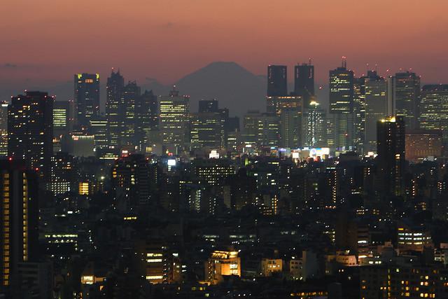 大都会の宵闇