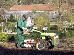 Ferrari 72 S (Blue   Petunia) Tags: tractor green geotagged march traktor ferrari bauer farmer plow grn mrz gardener trecker geotags landwirt pflug grtner mar08 einachser