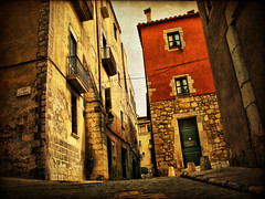 Streets of Girona (XVI) (ToniVC) Tags: street old city urban canon ancient perspective catalonia girona powershot textures catalunya aged catalua lowangle catalogne themoulinrouge a640 copin tonivc thegardenofzen