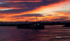 Morning (verridário) Tags: morning manha alba mondego uta ship navio sky ceu nuvens nuages clouds sony water river rio litoral manana orange sunrise rano 朝 mattina morgen sabah matin 上午 morgun πρωί утро