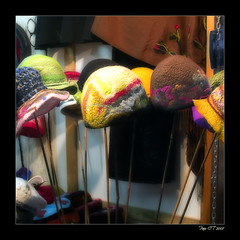 Mary Poppins stall (Paco CT) Tags: color hats orton 2007 sombreros pacoct unviernesporbarcelona