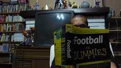 Day 293 - Football for Dummies (November 11, 2007) (MegaBee) Tags: self reading book football widescreen jameel day293 365days footballfordummies