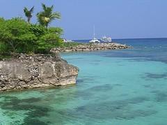Beach @ Shangri-la Cebu Philippines (RobinYap.com) Tags: green beach water hotel boat asia ship quiet tour philippines shangrila tropical cebu bohol brunch serene buffet algae spa tropics mactan equator