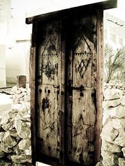 غافل الهم قلبي (| Rashid AlKuwari | Qatar) Tags: door old broken that lost see rocks closed alone sad heart arabic arabia depressed lonely why didnt arabian coming souq doha qatar wagif راشد باب qtr قديم i الكواري alkuwari lkuwari