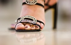 Pretty Shoes, Pretty Toes (Thomas Hawk) Tags: vegas usa feet foot unitedstates lasvegas 10 nevada unitedstatesofamerica fav20 ces atomictestingmuseum clarkcounty fav10 ces2007 atomichistorymuseum