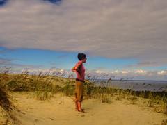The Wayfarer of the sand (Fabio Ricco) Tags: ocean pink blue friends sky people clouds gold sand europe desert blu dunes dune north rosa duna lithuania emil wayfarer sabbia spighe lituania viandante balticrepublics brillianteyejewel