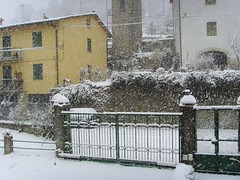"""Un risveglio """"innevato""""... Cancelli (-= Trevio =-) Tags: casa foto neve piazzale casentino cancelli castelsanniccol stradaincasentino pratodistrada nevicata16122007 casentin"""