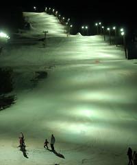 Discesa mondiale notturna / Ski slope by night (Luigi Rosa) Tags: italy mountain ski italia montagna pista lombardia slope sci valtellina bormio mondiale 111v1f discesa