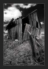 Blown away (fuchsphoto) Tags: old architecture wind alt cottage htte blow architektur einfallen fuchsphoto wwwfuchsphotocom umgeblasen architekturatelierfuchs
