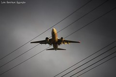 Enroscado (Luiz Henrique Assuno) Tags: canon airplane eos avio 2008 40d licassuncao