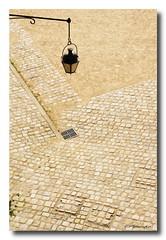Suspendu (patoche21) Tags: france nikon streetlight brittany bretagne chteau nantes 44 castel lampadaire d300 18200mm minimalisme paysdelaloire loireatlantique ducsdebretagne nikonpassion capturenx2 patrickbouchenard