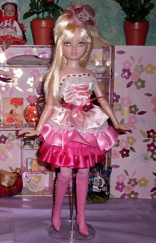 2008 - Ellowyne Wilde - Pale memories 5733563970_5d890ba52e_b