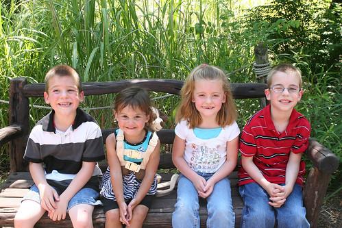 Cody, Kaidence, Kaitlyn, and Nathan at the Wichita Zoo