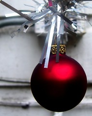 back alley christmas (Darwin Bell) Tags: christmas xmas red dof ornament tinsel supershot 25faves anawesomeshot superaplus aplusphoto msh1108 irresistiblebeauty superhearts msh110819